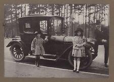 Famille devant leur voiture Vintage argentique