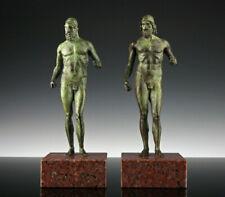 Krieger von Riace Bronze Skulpturen Italien Granitsockel Antike
