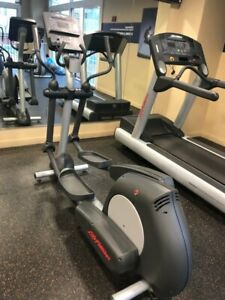 Life Fitness Integrity Series Elliptical CLSX - Cleaned & Serviced