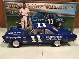 University of Racing 1965 Ned Jarrett #11 Ford Galaxie 1/24