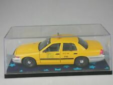 Ford Crown Victoria 1/24 NYC Taxi yellow Cap Classic Metal Works Vitrine 116537