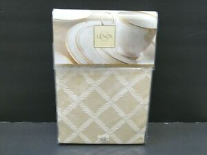 "Lenox Laurel Leaf Oblong 70""x86"" Tablecloth"
