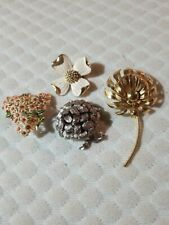 Pre-Owned Flower Pins Lot Of 4