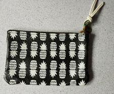 Pochette  de la marque FW imitation cuir avec motif ananas TBE
