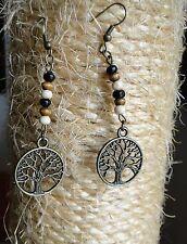 Boucle d'oreille arbre de vie cercle bronze et perles de bois. Bijou fait main