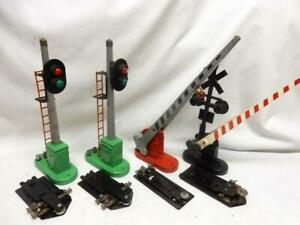 4 LIONEL SIGNALS: 153 BLOCK (2), 152 XING CROSSING GATE & XING GATE & FLASHER