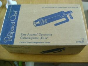 THE PAMPERED CHEF EASY ACCENT DECORATOR  BOXED