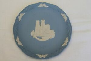 Wedgwood plate Christmas 1987 featuring York Minster 7.5 inches in diameter