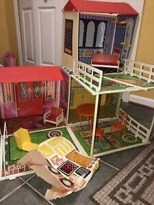 Vintage Barbie Lively Livin' Dream House-Furniture/panels/Fence/decals/Roofs/++