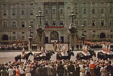 Royalty Postcard - H.M.The Queen at Buckingham Palace RR8918