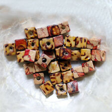 5 PERLES BOIS - CUBES - 10/12 MM  - Mix Beige-Marron-Rouge - Trou 4 mm