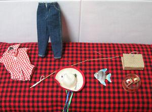 1959 VINTAGE BARBIE~PICNIC SET~COMPLETE+ Nr.MINT 8 Pc.SET~Perfect HAT+FISH!