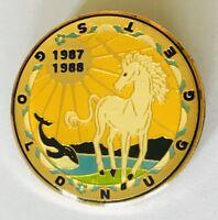 Gold Nugget USA 1988 Killer Whale Unicorn Souvenir Pin Badge Rare Vintage (G3)