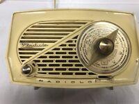 Altes Radio Marke Radiolo RA137A 220 V 124 V