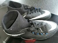 Boys Nike Hyper Venom Astro Football Trainers Size 5.5