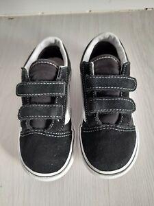 VANS INFANT BOYS BLACK PUMPS SIZE UK 9