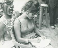 CLAUDIA CARDINALE UNA ROSA PER TUTTI 1967 PHOTO ORIGINAL #7