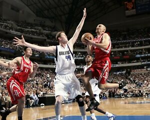 SHAWN BRADLEY 8X10 PHOTO PICTURE DALLAS MAVERICKS BASKETBALL NBA DEFENSE