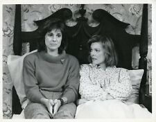 SUSAN SAINT JAMES JANE CURTIN TALK IN BED KATE & ALLIE ORIGINAL '84 CBS TV PHOTO