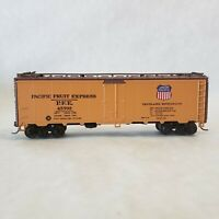 HO Scale Pacific Fruit Express 40' Refrigerator Car #45702 by Athearn