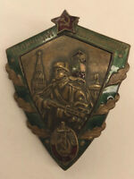 SOVIET RUSSIAN AWARD USSR PIN BADGE OF THE EXCELLENT BORDER 1953-1957 MVD R