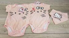Sous licence Hello Kitty ensemble 3 pièces ROM bodys pour bébé linges bib rose 12-18 GTIE A362-23