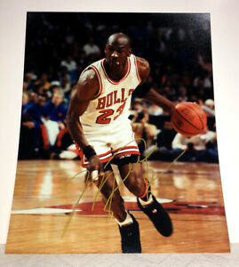 """MICHAEL JORDAN AUTOGRAPHED 8x10"""" BULLS PHOTO - ACQUIRED IN PERSON - VERY NICE"""