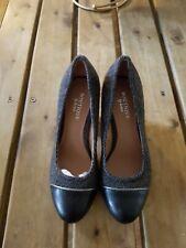Ladies Beautiful High Heel Shoes. Size 3.     Item 317