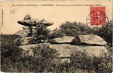 CPA   Environs de Questembert-Pleucadeuc -Une roche qui sur la Route .. (431212)