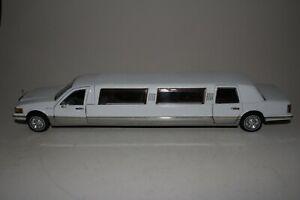 Sunstar 1996 Lincoln Limousine, 1/24 Scale