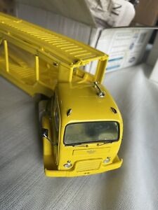 YELLOW DANBURY MINT 1952 WHITE TRACTOR & FOUR CARRIER....VERY CLEAN