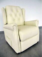 Moderne Sessel aus Kunstleder in aktuellem Design fürs Arbeitszimmer