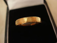 18 Ct Oro Amarillo 4 mm Pesado Corte Forma Anillo de boda hecho por B & N Nuevo Y En Caja