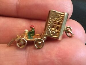 Heavy Vintage 9ct gold charm/Pendant of Opening Gypsy CaravanHM  3.6g