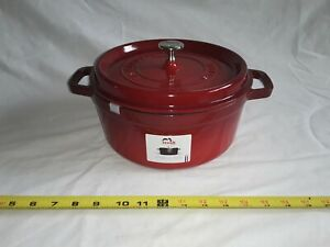 Staub 4 qt. Round French Cocotte CAST IRON W/ TIGHT FITTING LID, W/ TAGS.