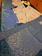 pour patchwork chutes tissus  les bleus +chutes en plus