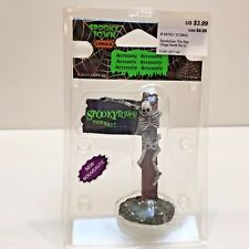 """Lemax SIGN POST """"SPOOKYTOWN THIS WAY"""" Polyresin 3.5"""" Tall Halloween 2014"""