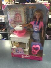 SWEET TREATS BARBIE DOLL 1998 MATTEL NEW in Box Barbie Mixer Kitchen Bake Table