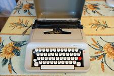 Machine à écrire Portable Underwood 319 en très bon état.