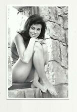 SEXY RAQUEL WELCH (AN1 6) PHOTO POSTCARD ACTRESS FILM STAR PIN UP GLAMOUR