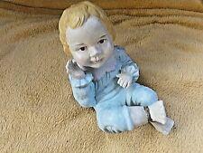 Ancienne figurine en biscuit polychrome-bébé assis