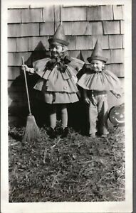 VINTAGE PHOTOGRAPH HALLOWEEN WITCH BROOM COSTUMES JOL CATS PICHER OKLAHOMA PHOTO