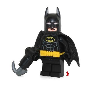 The LEGO Batman Movie MiniFigure - Batman w Utility Belt & Grabble Hook Gun 7090
