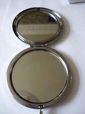 Estaño fino TG22 Cesta de pesca en forma redonda espejo compacto