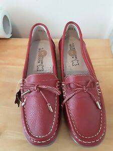 Ladies La Bottine Souriante Leather Red Loafers/moccasin Shoes size 6