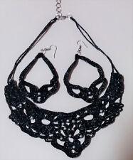 Pendientes y colgante de ganchillo, hechos a mano. Negro y plata. Pura artesanía