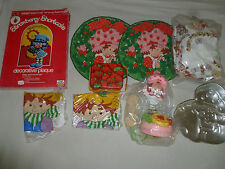 VINTAGE STRAWBERRY SHORTCAKE LOT PLAQUE PHONE TIN TRAY SHEET PILLOW CASES COVERS