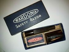 1940s era Bakelite Wardonia Safety Razor Boxed