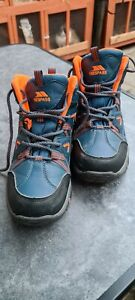 Trespass Walking Boot Size 4 hardly worn great condition