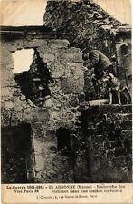 CPA En Argonne-Recherche des victimes dans une maison en ruines (232149)